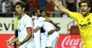 Alegría sevillista tras marcar el segundo tanto que le daba la victoria y lo convierte en colíder de Primera División. / Manuel Gómez