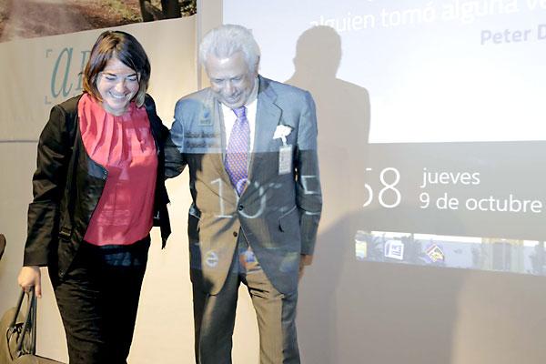 La consejera de Fomento y Vivienda y el presidente del Grupo Morera & Vallejo en la inauguración del acto. / Foto: J.L. Montero