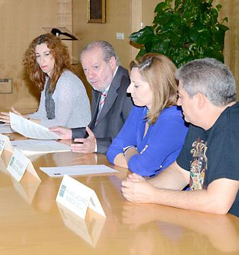 Mari Ángeles Rebollo, Fernando Rodríguez Villalobos, Lidia Ferrera y Rafael García, durante la presentación del estudio. / El Correo