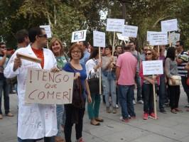 Los afectados por los impagos de la Junta se manifestaron el martes ante la sede de la Presidencia.