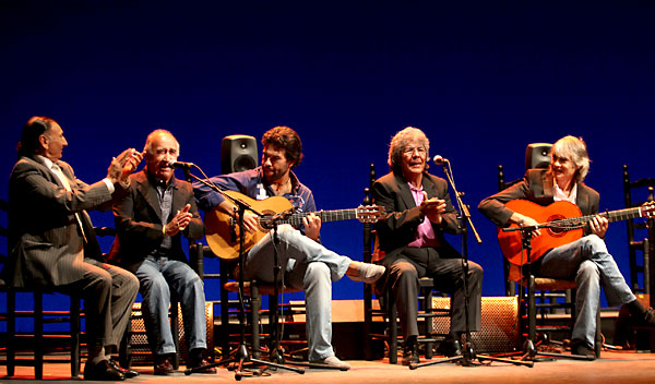 El Carrete, Romerito, Miguel Salado, Rancapino y Antonio Soto. Los guitarristas estuvieron a gran altura. / El Correo
