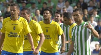 Un momento del encuentro entre los verdiblancos y Las Palmas. / Manu Gómez