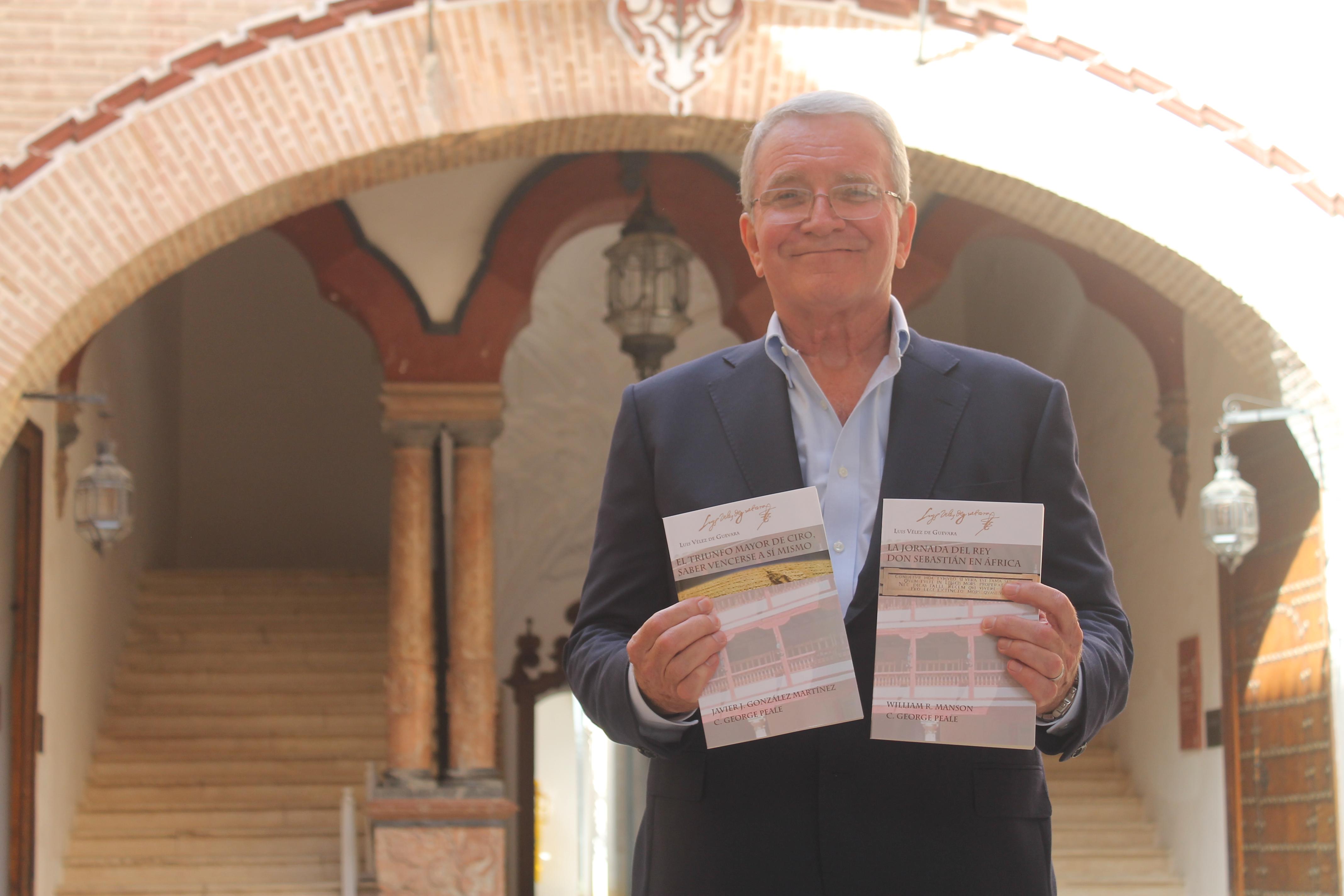 El profesor de la Universidad Estatal de California, Fullerton, George Peale.