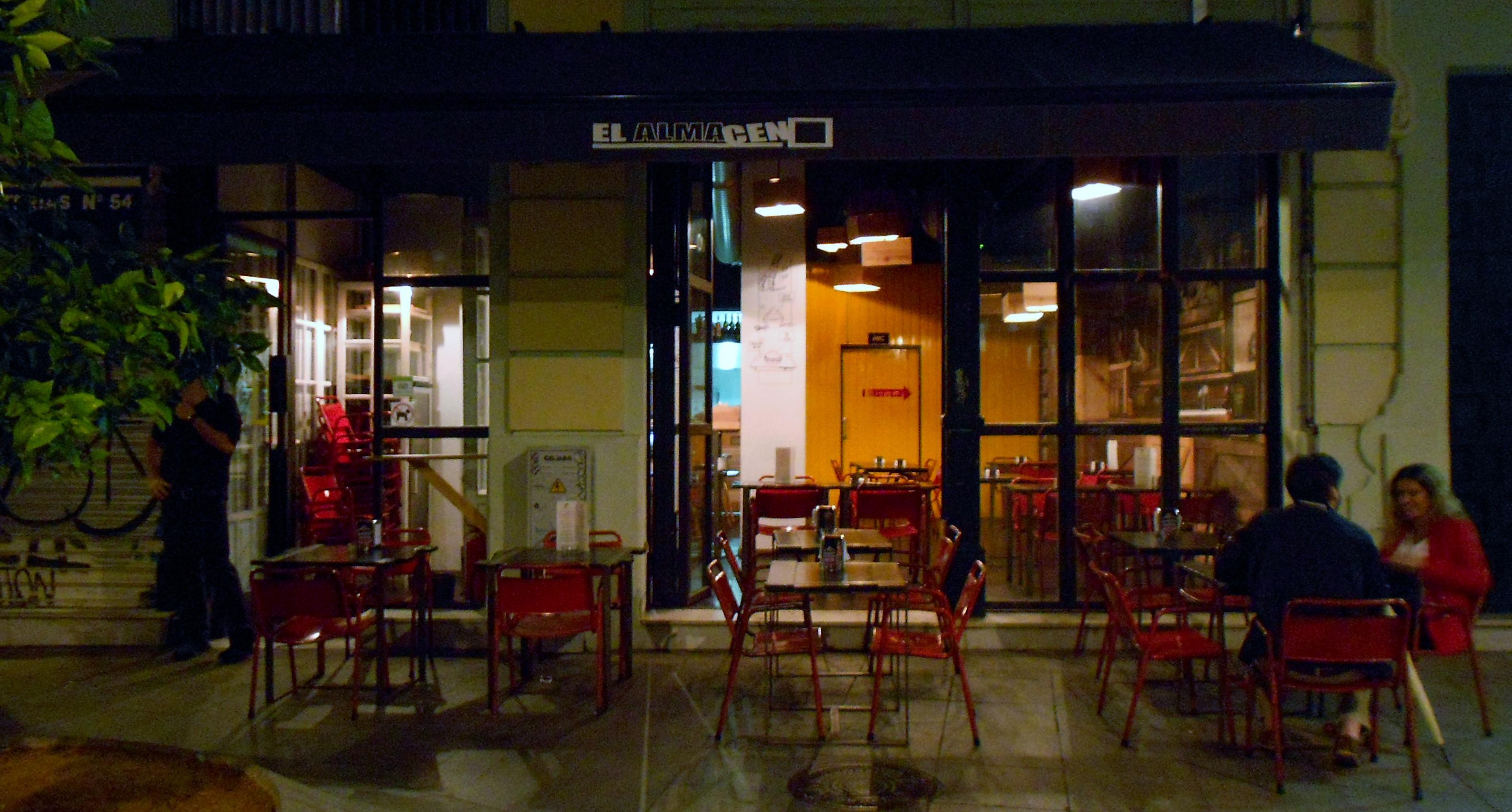 El Almacén se ubica en la zona peatonal del inicio de la calle Regina, en la Encarnación. / J.C.
