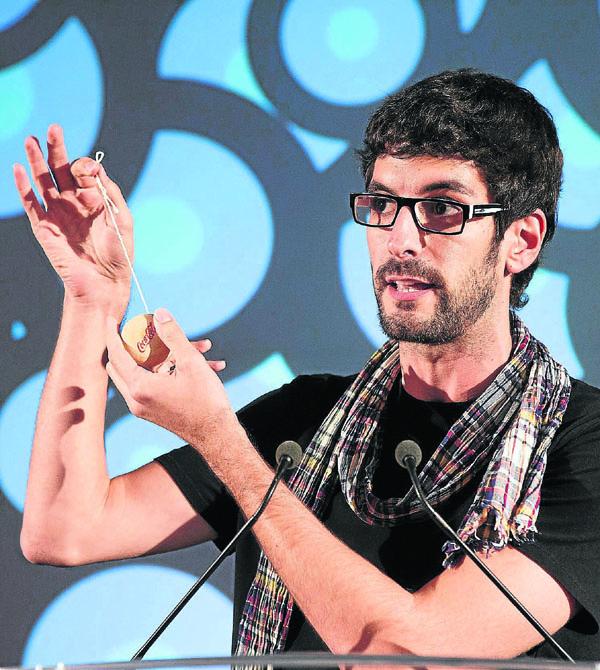 Jacinto Bobo, de El Muro Producciones, en la presentación de I-yo-yo, el teatrillo inicial.
