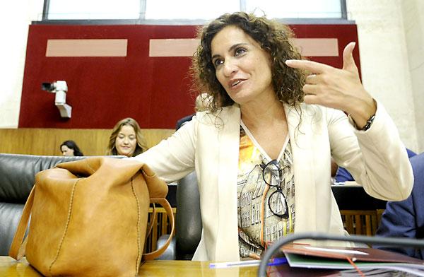 La consejera de Hacienda, María Jesús Montero, en su escaño del Parlamento Andaluz. / EFE