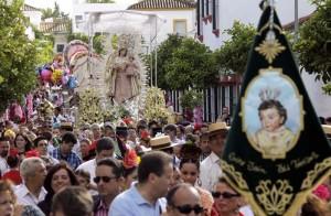 Multitud de romeros acompañaron a la Virgen de la Estrella hasta la hacienda de Torrijos en Valencina de la Concepcion. Foto: José Luis Montero