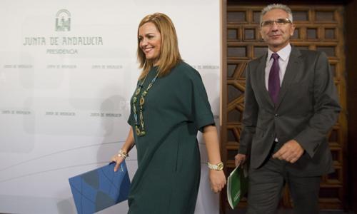 La consejera de Medio Ambiente y Ordenación del Territorio de la Junta de Andalucía, María Jesús Serrano junto al portavoz del Ejecutivo andaluz, Miguel Ángel Vázquez. / EFE