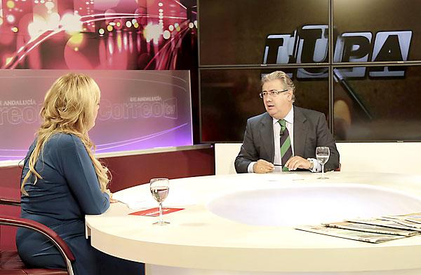 Un momento de la entrevista al alcalde de Sevilla, Juan Ignacio Zoido. / José Luis Montero