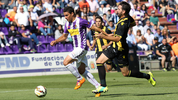 Jordi persigue a Óscar / Ángel Becerra (Real Valladolid)