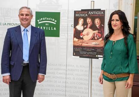 El alcalde de Olivares, IsidoroRamos;junto a la delegada de Cultura, Carmen Padilla, presentaron ayer el ciclo. / Carlos Hernández