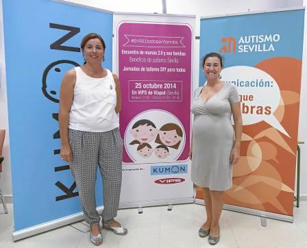 A la derecha, la mamá bloguera Andrea Fernández, en la presentación del evento #enREDadosenfamilia. / J. M. Paisano