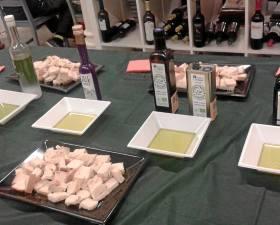 La sala La Revuelta acogió la cata de aceites de oliva.