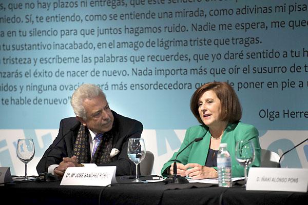 El presidente del Grupo Morera & Vallejo, Antonio Morera Vallejo; y la consejera de Salud, María José Sánchez. / J.M.Paisano