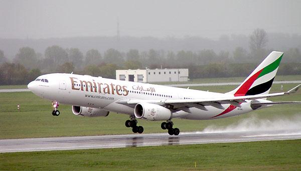 Un avión de Emirates Airlines. / El Correo