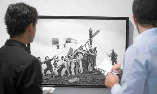 Las fotografías del sudamericano se puede visitar en la fundación Valentín de Madariaga. / fotos: J.M.Paisano