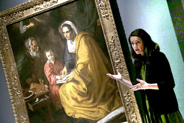 La obra 'La educación de la Virgen' (1617) dentro de la exposición 'El joven Velázquez' en el Espacio Santa Clara. / José Luis Montero
