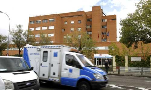 Vista del hospital Carlos III de Madrid donde se encuentra ingresada la enferma de ébola. / EFE