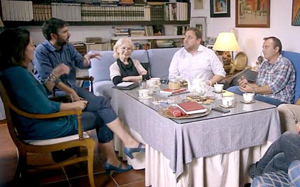 Imagen del programa Salvados con la familia Parejo y Oriol Junqueras. / El Correo