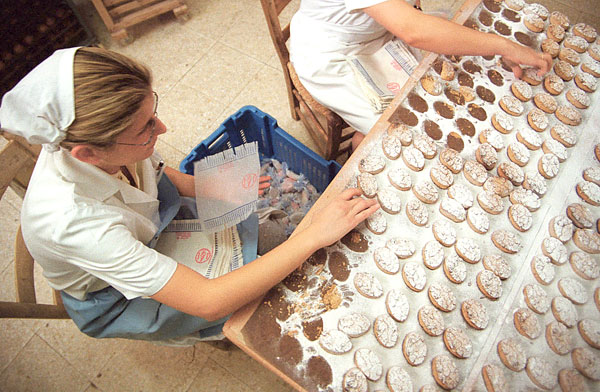 Elaboración de mantecados en Estepa. / David Estrada