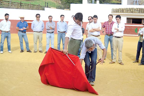 Manzanares pronunció su particular lección magistral ante un auditorio formado por aficionados de todas las procedencias. / Rodríguez de la Vega