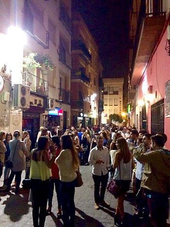 La calle Pérez Galdós, en la Alfalfa, es una de las afectadas por la movida. / El Correo