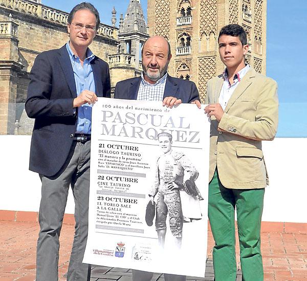 José Enrique Moreno, José Solís de la Rosa y el novillero Juan Solís presentaron ayer el programa. / R. de la Vega