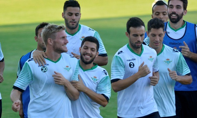 Perquis (izquierda) y Jordi (derecha), rodeados de compañeros / Manuel Gómez