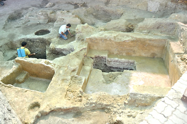Restos arqueológicos de la piscina romana encontrada. / Ayuntamiento de Carmona