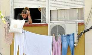La crisis ha aumentado el número de familias que malviven sin ingresos en el Polígono Sur. Foto: EFE