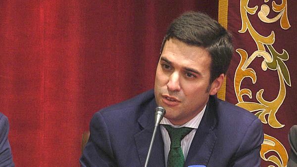 El pregonero compareció por la tarde en rueda de prensa en la sede del Consejo de Cofradías. / Fotos: El Correo TV