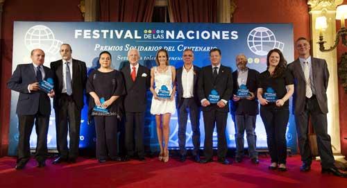 Foto de familia de los premiados en esta nueva edición de los galardones, que se entregaron anoche en el Pabellón de Portugal. / Fotos: Pepo Herrera