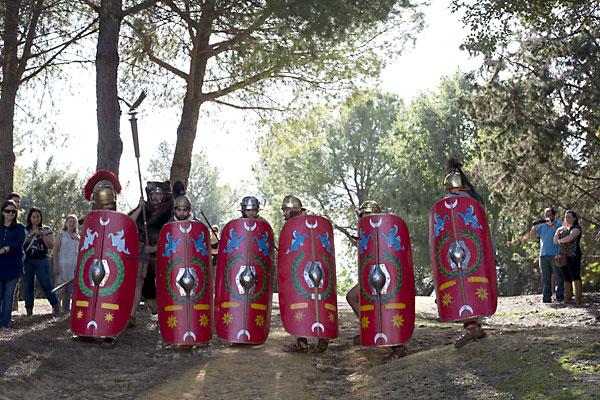 Recreacion de la vida de los legionarios romanos en Italica. / J.M.Paisano