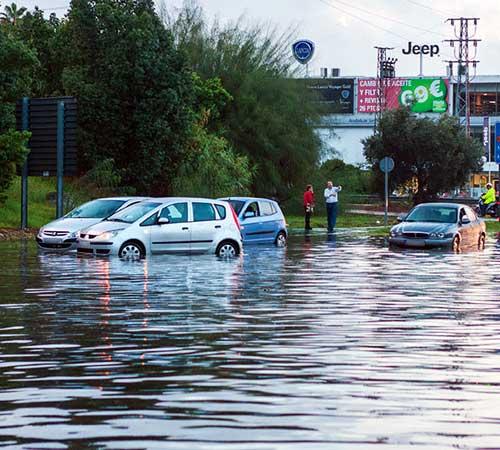Una de las zonas de la capital más afectadas por las lluvias ha sido Sevilla Este. Foto: Beatriz Hidalgo