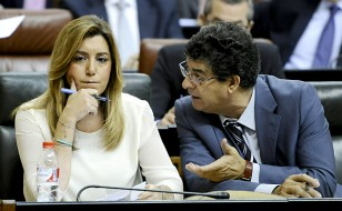 La presidenta andaluza Susana Díaz (i), y el vicepresidente Diego Valderas. / EFE