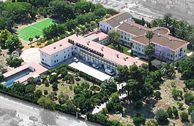 Imagen aérea de Yago School en Castilleja de la Cuesta. / El Correo