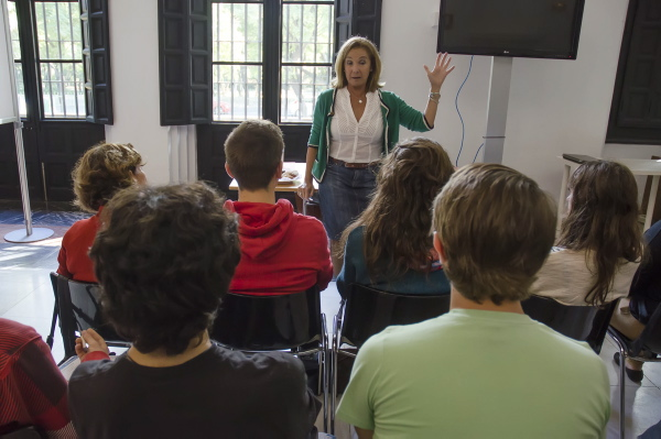 Reputados científicos charlarán de manera cercana con estudiantes de Bachillerato en 'Café con Ciencia'. / El Correo