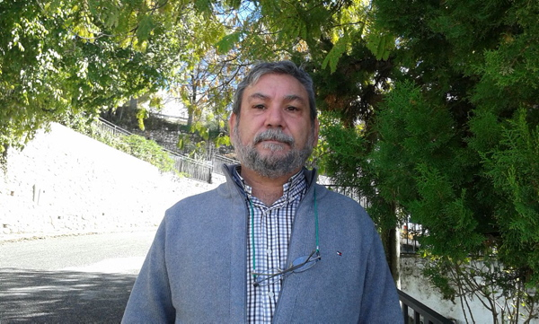 El representante vecinal Diego Parra, que desde el año 2005 ocupa la presidencia de la emblemática asociación Triana Norte. / El Correo