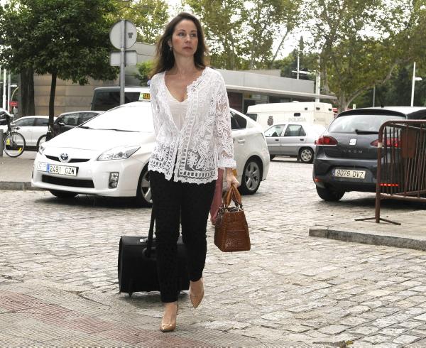 La jueza Mercedes Alaya, llegando a los juzgados. Raúl Caro (EFE)