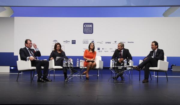 Raúl Grijalba, Arantxa Manzanares, Mónica Carrillo, Julio Linares y Estanislao Martínez. / EL CORREO