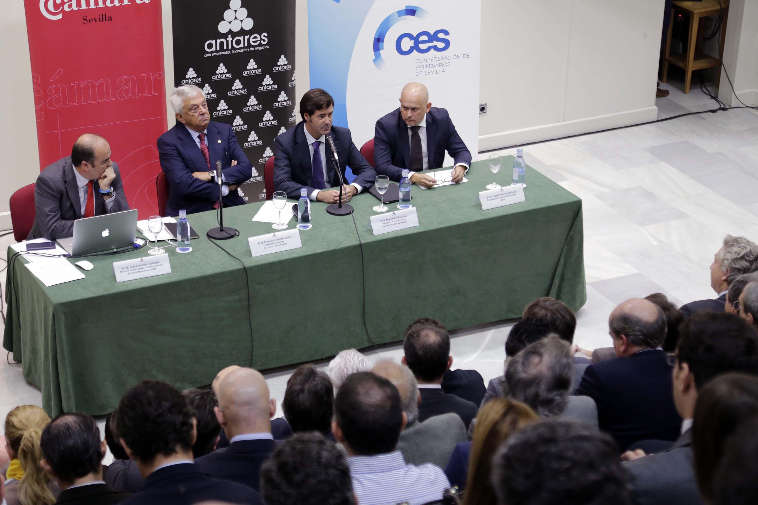 Juan Luis Pozo, Francisco Herrero, Miguel Rus y Joaquín Merino, en el club Antares. / José Luis Montero