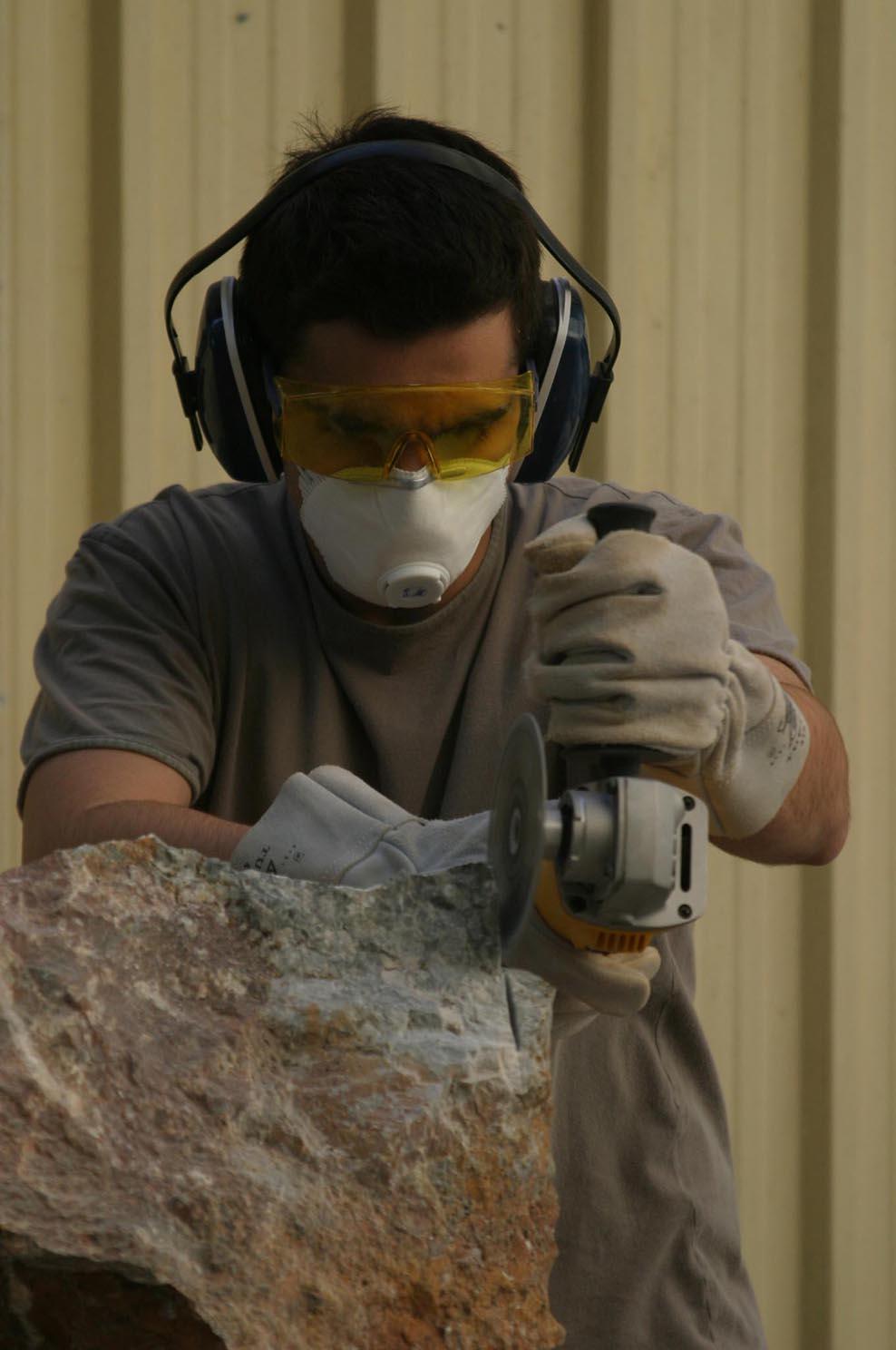 Un alumno de una escuela taller. / GREGORIO BARRERA