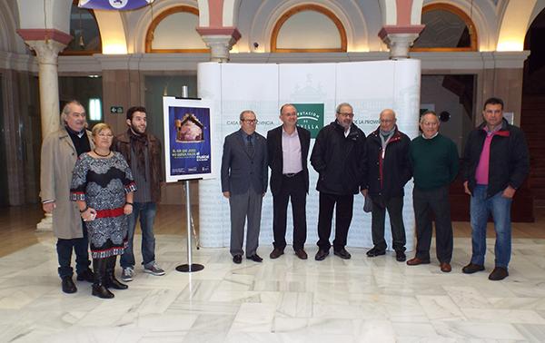 La representación que tendrá lugar en El Tronío de Gines fue presentada ayer en la Casa de la Provincia. / El Correo
