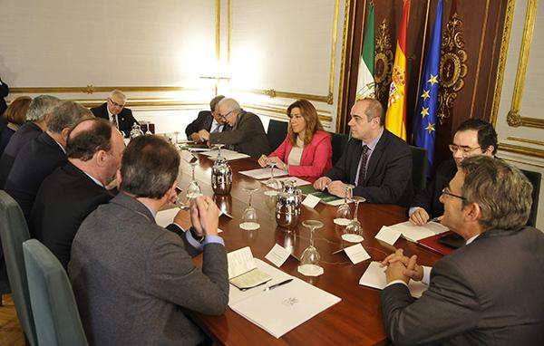 La presidenta de la Junta, Susana Díaz, en una reciente reunión con los rectores andaluces. / EFE