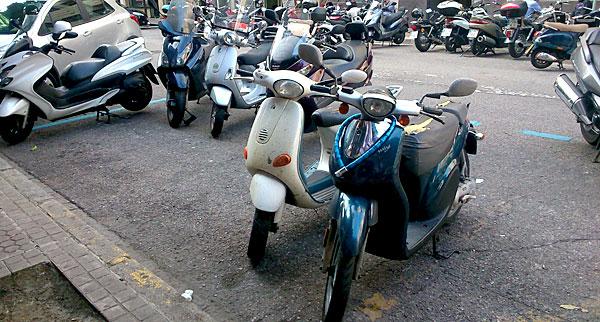 Motos-en-la-zona-azul