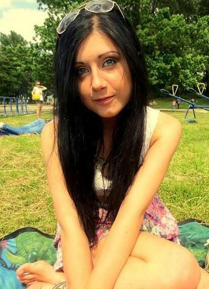 La joven estudiante polaca, Sylwia Rajchel, que murio al caer desde la calle Betis al hacerse un selfie. / FB