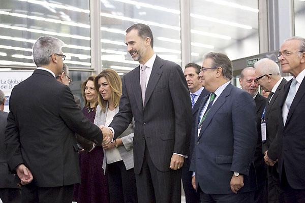 El rey Felipe VI saludando a los asistentes. / Pepo Herrera