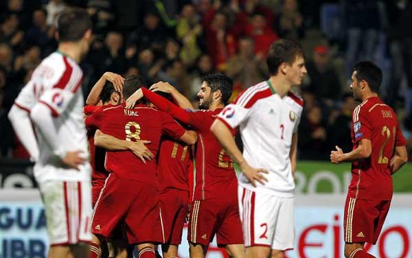 Los jugadores de la selección española celebran el tercer gol ante Bielorrusia. EFE / José Manuel