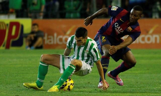 Álex Martínez, en el momento de la lesión / Real Betis