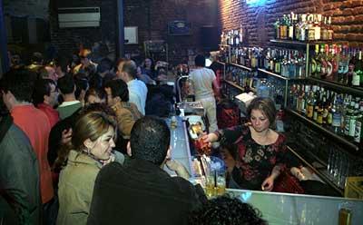 Uno de los bares que se han visto afectados por las sanciones municipales en la última semana es el Berlín, un clásico de la Alfalfa.